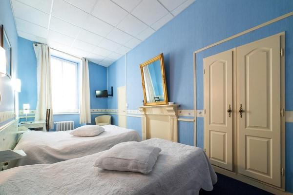 HOTEL LES PLATANES 166cc08abadf4134aa805693136e7cc9